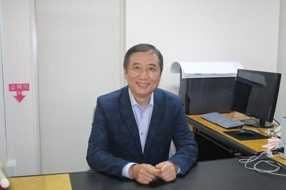염호기 대한의사협회 코로나-19 대책본부 전문위원회 위원장과 인터뷰